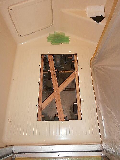 浴室床リフォーム長崎施工中-2
