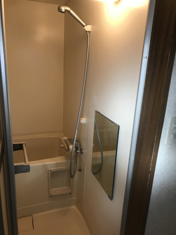 ユニット浴室壁のサビフクレ補修込みのリメイク