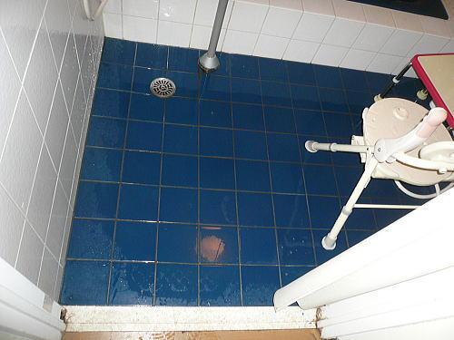 介護施設福岡市東区浴室施工前