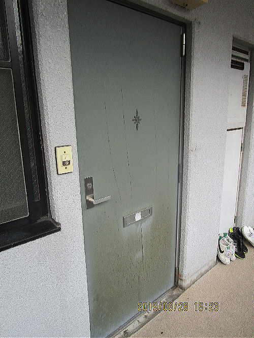 アパートドアリフォーム長崎市施工前1