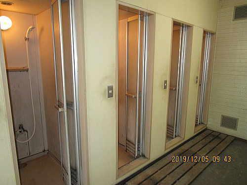 工場シャワー室ユニット型リフォーム福岡市施工前3
