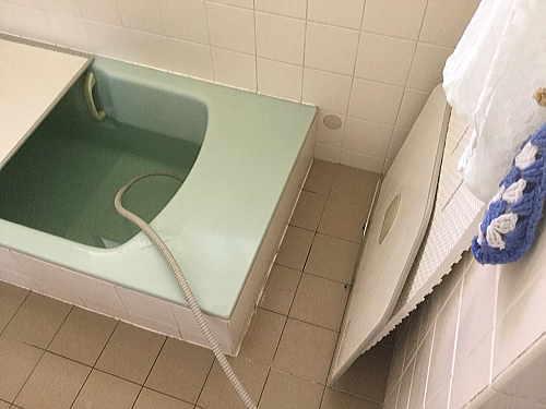 戸建浴室床リフォーム福岡県春日市施工前1