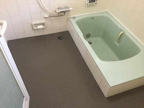 戸建浴室床リフォーム福岡県春日市施工後2